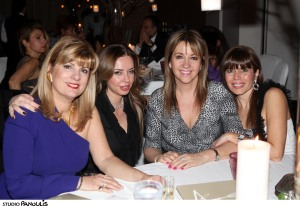 H πρέσβειρα της Χιλής, Carmen Ibanez με φίλες της